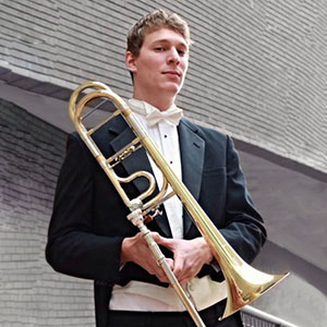 "Trombone Soloist</br>Italy <img src=""img/courses/references/flags/Italy.png"">, USA <img src=""img/courses/references/flags/USA.png"">"
